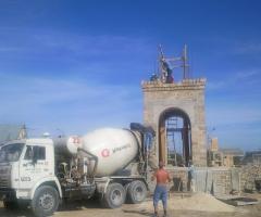 Строительство храма - Заливка пояса в основание свода. Строительство главного входа и колокольни. 2010 год